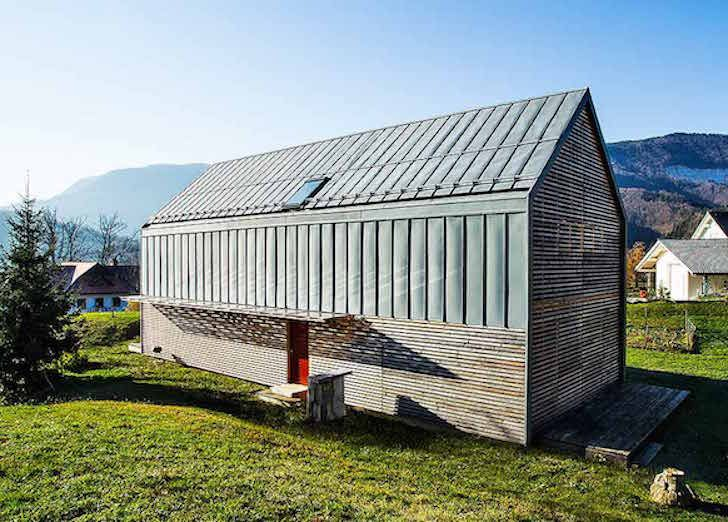 Prefab solar powered home is a modern take on the for Modular farmhouse