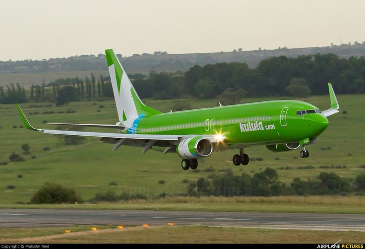 Kulula Boeing 737-8LD ZS-ZWD gliding in to Johannesburg-Lanseria, January 2013. ZS-ZWD had only been delivered the previous month. (Photo: Malcolm Reid)