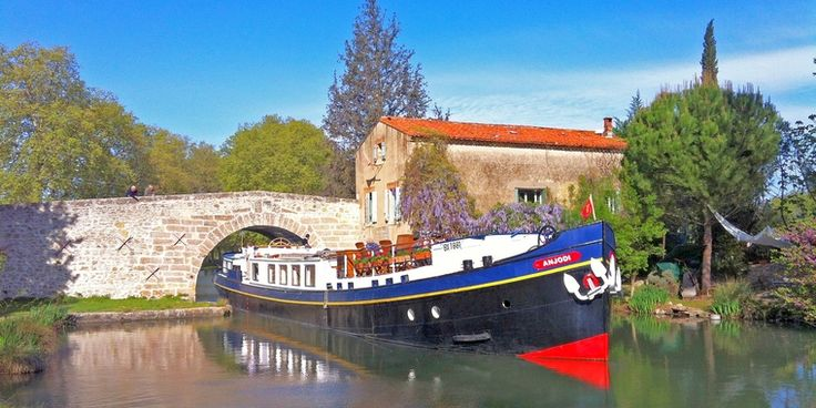 Luxury All-Inclusive Hotel Barge Cruises in Europe Loire River Cruise, includes the major chateau of the Loire