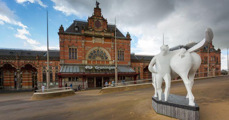 Bezoekers die Groningen binnenkomen vanaf het hoofdstation, maken meteen kennis met een typisch Gronings kunstwerk: het Peerd van Ome Loeks. Het is in 1959 gemaakt door kunstenaar Jan de Baat en...