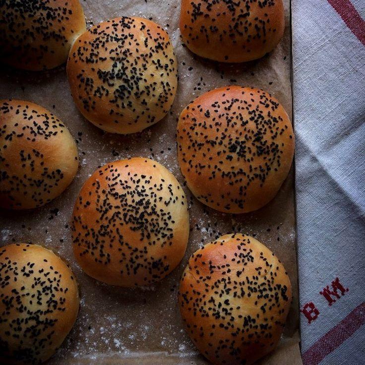 HAMBURGERBRÖD - recept hittar du på Foodfolder.se