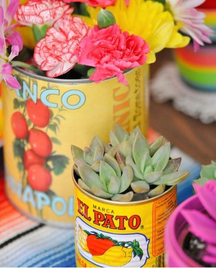 Tomato can flower pots/vases