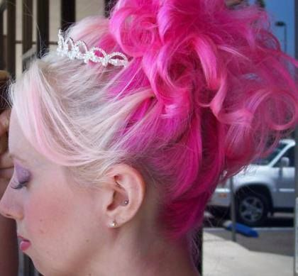 she used manic panic cotton candy pink amplified on her