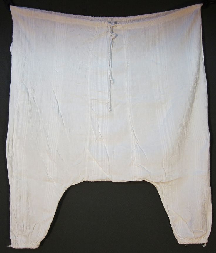 Long underpants ('dokuma don'), for women.  From the Pomak villages in the Biga district (Çanakkale province).  Hand-woven cotton (home industry), mid-20th century.  (Inv.nr. don037b - Kavak Costume Collection-Antwerpen/Belgium).