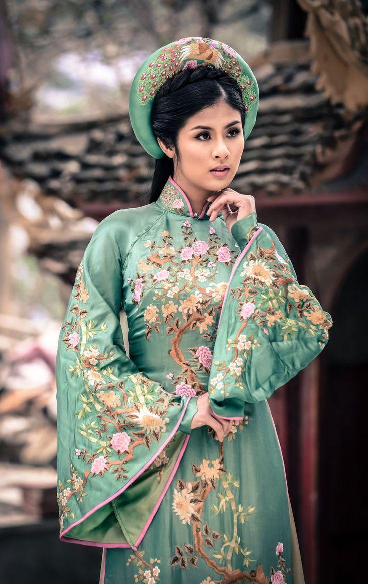 Vietnamese ao dai Classic Asian Clothing Pinterest