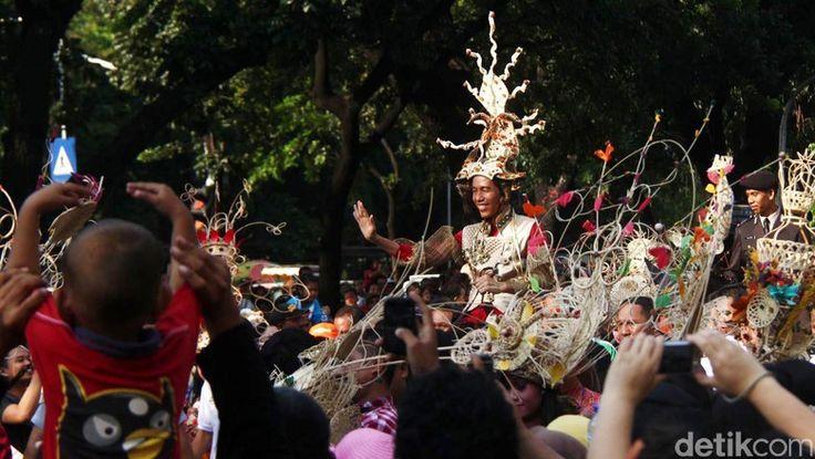 Beritaragam.com -Jakarta kini berusia 490 tahun. Selalu ada perayaan untuk memperingati Hari Ulang Tahun (HUT) DKI Jakarta.  Namun tahun ini tak ada perayaan meriah untuk HUT ke-490 DKI Jakarta.   #Ahok #Beritaragam #Djarot #DKI #Era #HUT #Jokowi #Perayaan