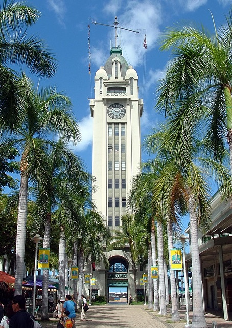 Aloha Tower, Oahu, Hawaii Just as the Statue of Liberty greeted hundreds of thousands of immigrants each year to New York City, the Aloha Tower greeted hundreds of thousands of immigrants to Honolulu.