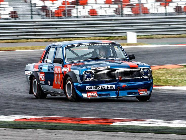 Classic racing in soviet made #GAZ24 #Volga