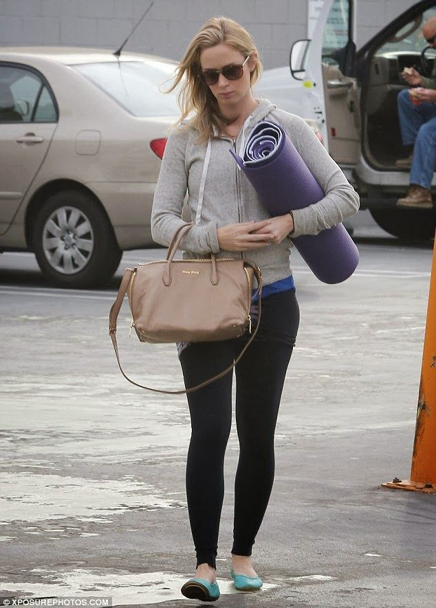 Emily Blunt stays pregnancy fit with yoga | baby bump chic .