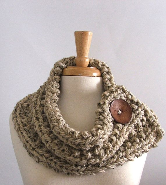 Made to Order - Chunky Knit orge Col Echarpe avec grand brun chocolat Bouton