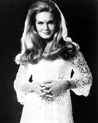 COUNTRY SINGER , LYNN ANDERSON PASSED AWAYAT THE AGE OF 67-CANCER