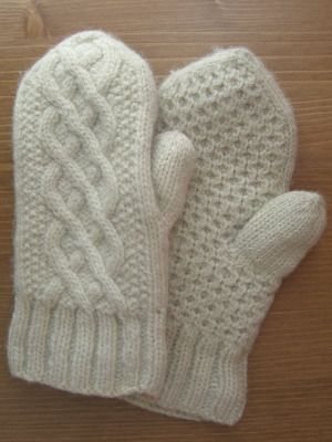 Delicious Knits - Aran Delight Mittens Cabled mittens - four woven ropes, seed stitch border, honeycomb back.
