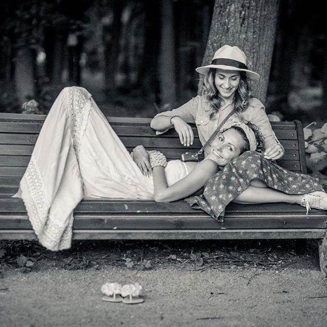 Может не у всех так, но у меня воспоминания, как черно-белые фотографии, что хранятся у мамы в альбоме. Целая история... И вот эти летние кадры тоже история! История о том как чудесно вы проводили лето в юбочках #Lork И от таких чудесных воспоминаний даже как-то теплее становится в холодные серые будни.  За фото спасибо незабываемой @kittytogo и мастеру кадра @furmanfoto.ru  #lorklook #lork #любимаяюбка #style #look #подружки #хочуюбку #юбка #хочу #romantic #юбканазаказ #яркийобраз…
