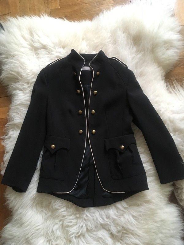 jezdecké sako,uniformní,  lze jej nosit i jako smokingové sako- formálně či ležérně. preppy styl, lemované bílou kontrastn...