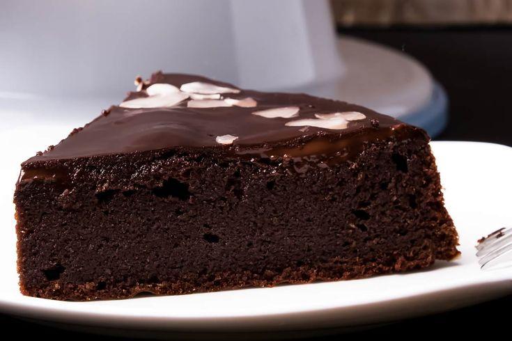 Σοκολατόπιτα νηστίσιμη. Δεν είναι δυνατό σε νηστεία να μην υπάρχει και γλυκό. Και τι γλυκό...