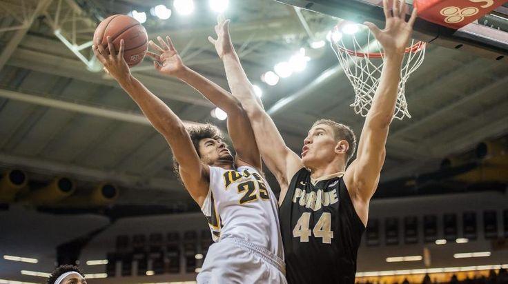 Iowa Basketball Is Weird, in a Good Way