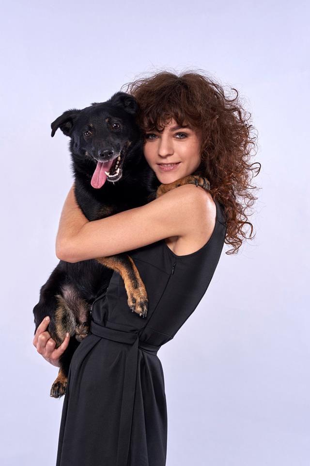 """""""4 łapy & make-upy"""" - sesja zdjęciowa na rzecz psów z Fundacji Bezdomniaki / Gacek szuka domu, kontakt w sprawie adopcji lub domu tymczasowego - Fundacja Bezdomniaki, tel: 602608109 / MUA: Magdalena Kossakowska / Modelka: Karina Węgiełek / Fotografia: Michał Zagórny #SWiCH #akademia_SWiCH #wizaż #pies #niekupujadoptuj #4łapyimakeupy #makijaż #woman #dog #dogandwoman #FundacjaBezdomniaki"""