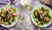Salat med ørred og rejer