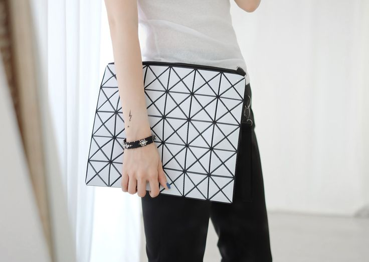 Loveliness of the female clothing shop. [Whitefox] Diamond BAG / Size : FREE / Price : 35.49 USD The unique cube design glossy feel Clutch & Cross Bag! #bag #clutch #crossbag #cubudesign #koreafashion #womanfashion #dailylook #chic #OOTD #WHITEFOX