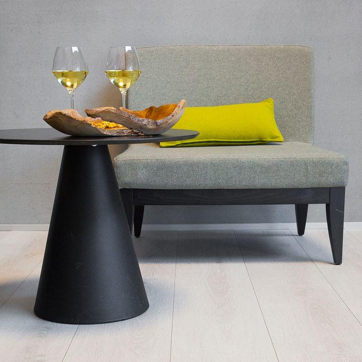 BerryAllocs Grand Avenue ´La Rambla´ er et lyst og elegant gulv i super slidstærkt højtrykslaminat. Grand Avenue serien har en overflade, der ligner træ, hvor de smukke kvaliteter fra et ægte trægulv, men sparer dig selv for sliddet med at vedligeholde.  De lange planker får dit hjem til at virke større og mere rummeligt og tilfører dine gulve et strejf af skønhed og elegance, der vil bringe dig glæde i mange år.