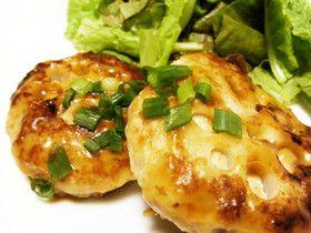 れんこん❂照り焼き豆腐ハンバーグ〜絹豆腐を練り込む、やわらかいつくね風のハンバーグです。 れんこんの食感と甘辛味でご飯が進みますよ♪