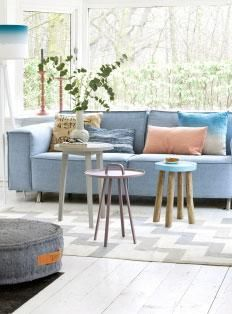 Light Blue couch. Lichtblauwe bank.