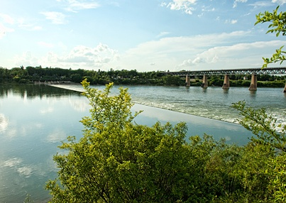 SASKATOON | The Saskatoon weir (a small overflow dam) is a de rigueur photo stop on the South Saskatchewan River. The river is fed by the Bow and Oldman Rivers in southern Alberta and gets 95 percent of its flow from mountain snow and rain.