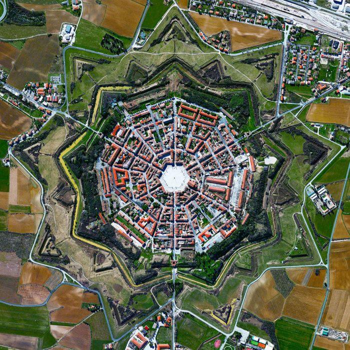 Симметричный город-крепость в Италии.  Пальманова, Италия