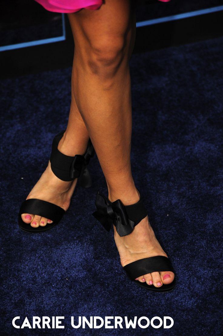 Celebrity Feet Online — Carrie Underwood Feet