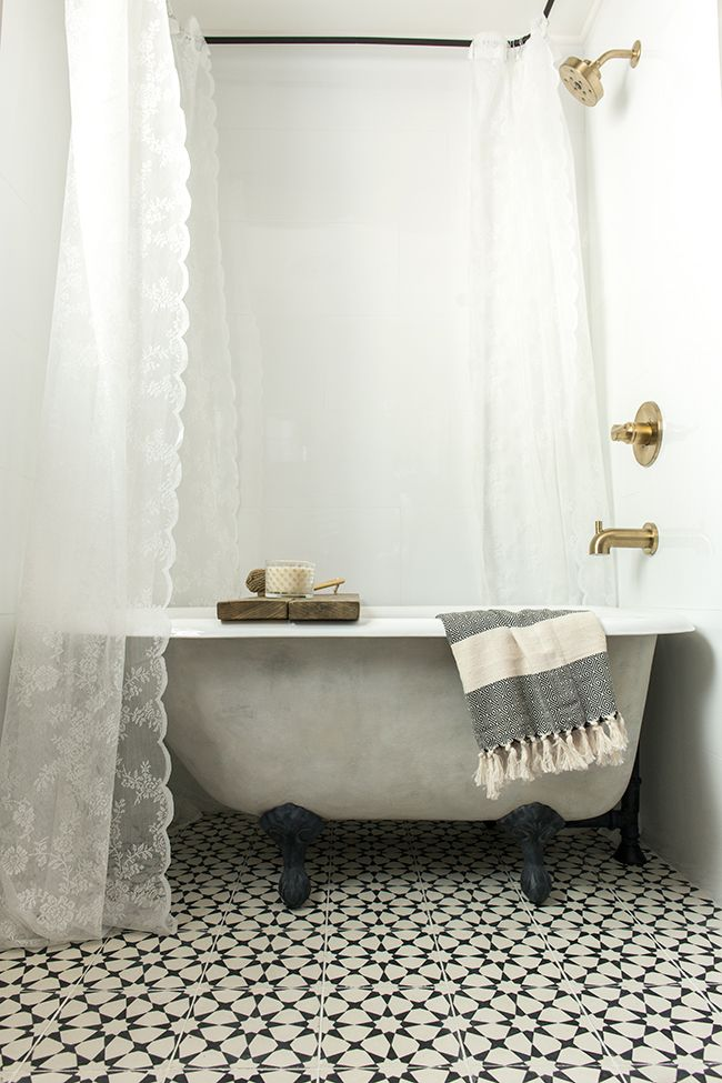 Beautiful painted clawfoot tub created by Jenna Sue Designs | Friday Favorites at www.andersonandgrant.com