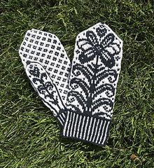Ravelry: Flower Mittens pattern by Lori Ihnen