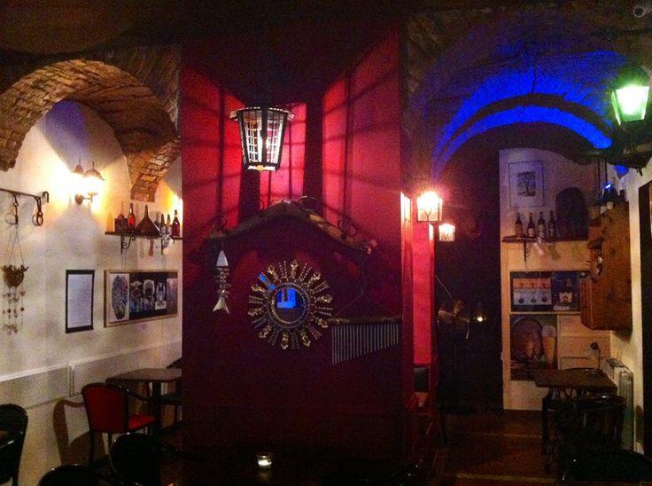 Per gli amanti della buona birra, dei buoni cocktails e della buona musica...il BLACK CAT PUB posa le sue zampe in Saragozza!!! Via Saragozza 83/D- Bologna Tel. 329 394 2626