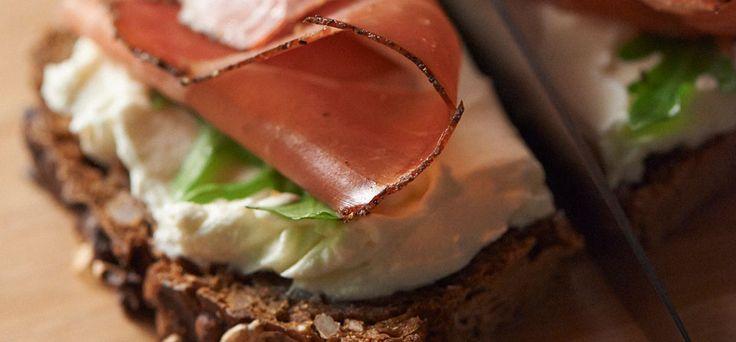 Skinke- og Philadelphia sandwich