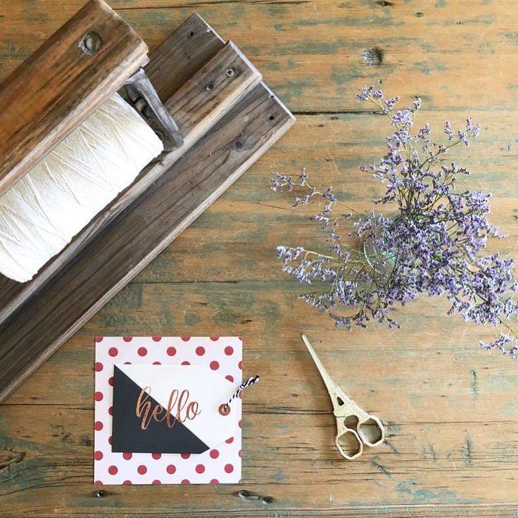 Hello!! Hoy llegó el correo con esta tijerita divina que se suma a mi colección! Llegó junto a regalitos de @veropalazzo  Así vale la pena arrancar la semana!  Gracias Vero! Se hizo esperar pero llegó el día justo!  Que tengan lindo día!! . . . . #elclubdelastijeras #craft #myfuntime #craftlover #onmytable #paperlove #tijeras #tijerasvintage