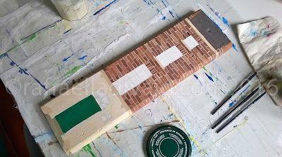 raffaelladivaio*illustrazione e creatività: UN INDIZIO è martedì e il sole di ottobre gioca a nascondino. LAVORI IN CORSO, chi indovina cos'è? (un suggerimento: non si trova in Italia) acrilico su tavola di legno di recupero cm. 11x40, sp. 2. ©raffaelladivaio.com2016