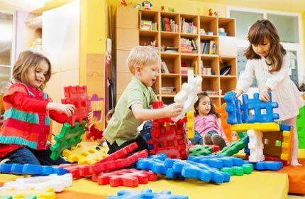 Szofi Ovicipő az óvodás korú gyermekeink mérete, melyben kényelmesen játszhatnak az oviban. Akár gyermeked ovisjelével és nevével hímezve is kérheted!