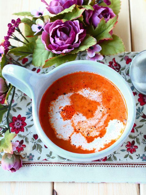 濃厚でクリーミーな「ビスク」って?「ビスク」というのは、フランス料理の用語で、海老やカニなどの甲殻類を煮て、すりつぶし、丁寧にこして仕上げたスープのこと――。最近は、本格スープが食べられる専門店などでも人気のメニューとなっていますので、大好き!という方も多いかもしれませんね。海老のビスク…