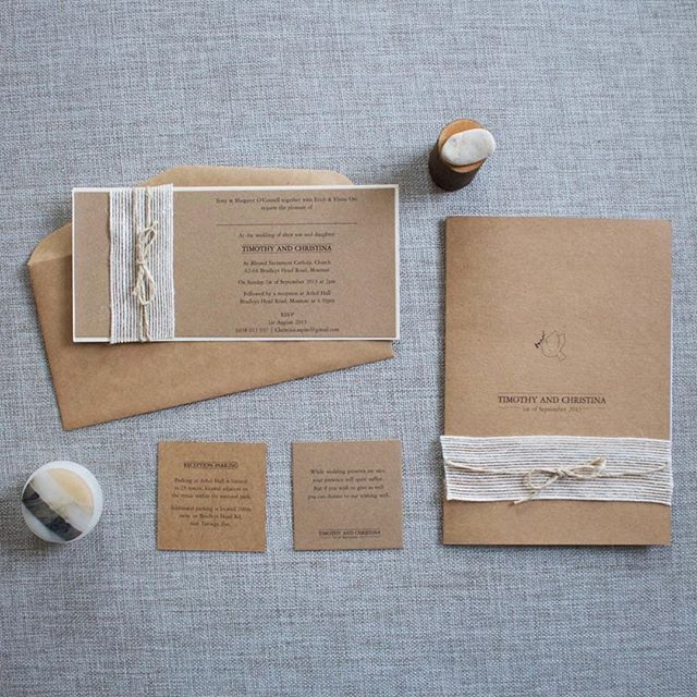 Here is my hessian and kraft package perfect for a rustic themed wedding 👌🏼💛 #handmade #wedding #invitation #hessian #kraft #twine #rustic #woodland #theme #churchbooklet | email enquiries to hello@lisageedesigns.com.au