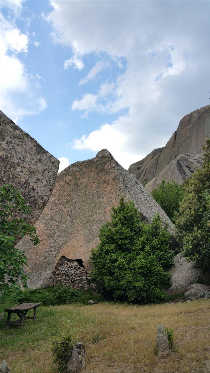 Riparo sotto roccia - Monte Limbara - Loc. Li conchi