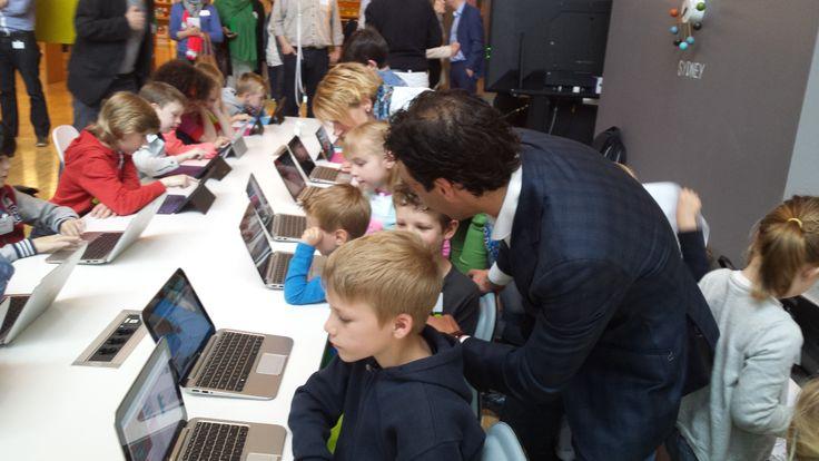 Een les CodeKinderen bij de lancering van de digiduck op 29 april 2014 bij Microsoft.