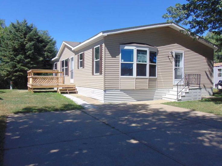 OUTSIDE VIEW OF HOME 2016 Friendship Mobile / Manufactured Home in Sioux Falls, SD via MHVillage.com