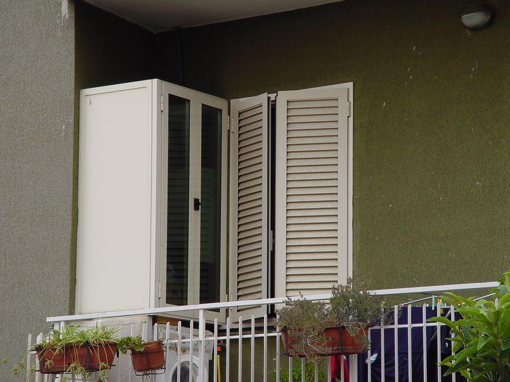 armadio copri-caldaia con ante a vetro