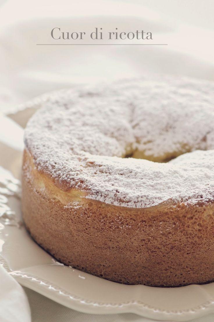 Eccomi con un altra torta a base di ricotta, purtroppo non so resisterle e solo a nominarla mi viene l'acquolina. La ricetta l'ho vista ...
