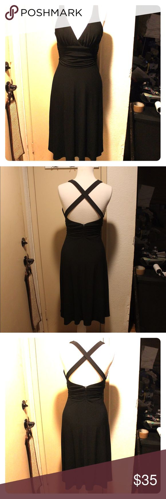 LAUNDRY by Shelli Segal LBD crisscross back size 4 LAUNDRY by Shelli Segal LBD crisscross back size 4 not even sure if i ever wore it... but it doesn't have tags Laundry by Shelli Segal Dresses