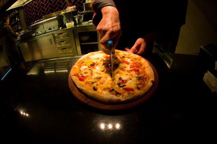 Αυθεντική Ιταλική Πίτσα, με ολόφρεσκα υλικά και τραγανό χειροποίητο ζυμάρι. Μόνο στο Nobell! #Pizza #Italian #Nobell
