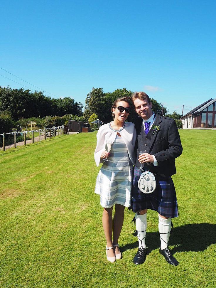 Die besten 25 wedding guests in kilts ideen auf pinterest for Scottish wedding guest dress
