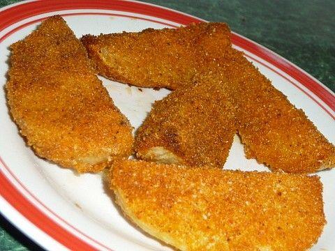 Brambory oloupeme a nakrájíme na čtvrtky. Strouhanku smícháme se solí a trochou oříšku (nebo jiným kořením), máslo rozpustíme. Čtvrtky brambor...