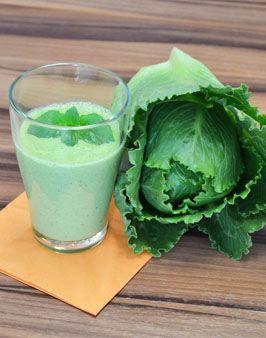 SALARICO® SMOOTHIE - Zutaten für 4 Personen: 1 Kopf SalaRico®-Salat, 250g Joghurt, 1 kleine Knoblauchzehe mit einer Prise grobem Salz zerdrückt, 1-2 cm frischer Ingwer (geschält und fein gerieben), 1/2 Zitrone ausgepresst, frische Minzblätter, Meersalz und frisch gemahlenen Pfeffer. Hier geht's zur Zubereitung: http://behr-ag.com/de/unsere-rezepte/rezeptdetail/recipe/salarico-smoothie.html