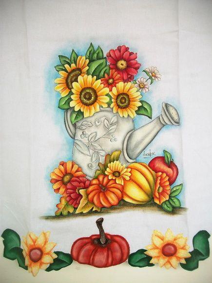 Pano de copa pintado a mão, barrado com aplicação e pintura, confeccionado em tecido de sacaria de algodão estilotex na cor branca, com opções de cores e temas a serem pintados. R$ 35,00