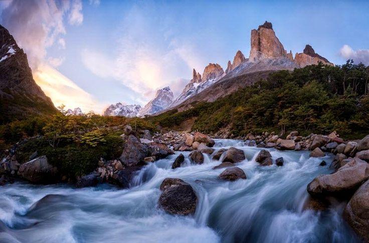 Горная река Патагония в результате Южная Америка природа